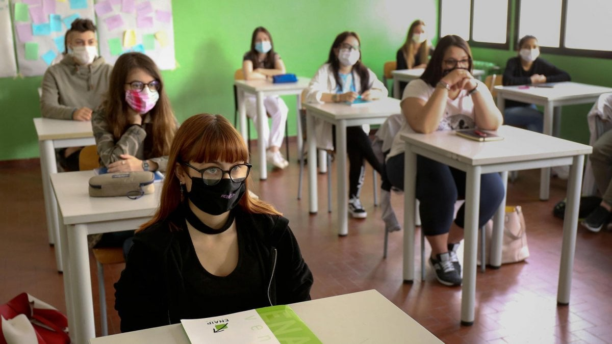 Classe con mascherina