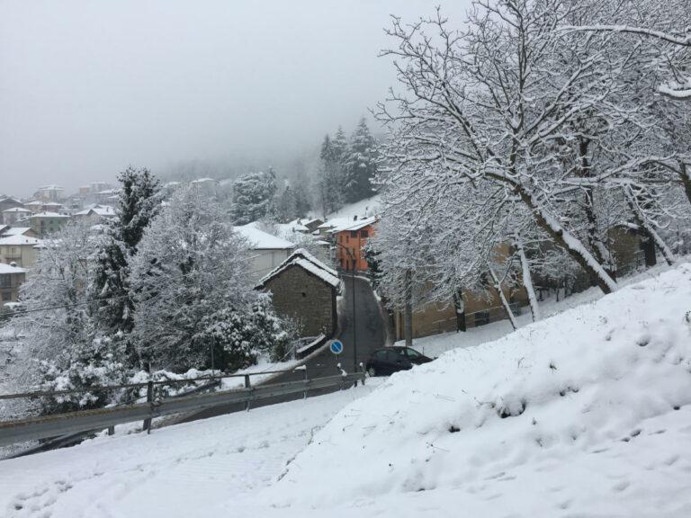 Paese sotto la neve
