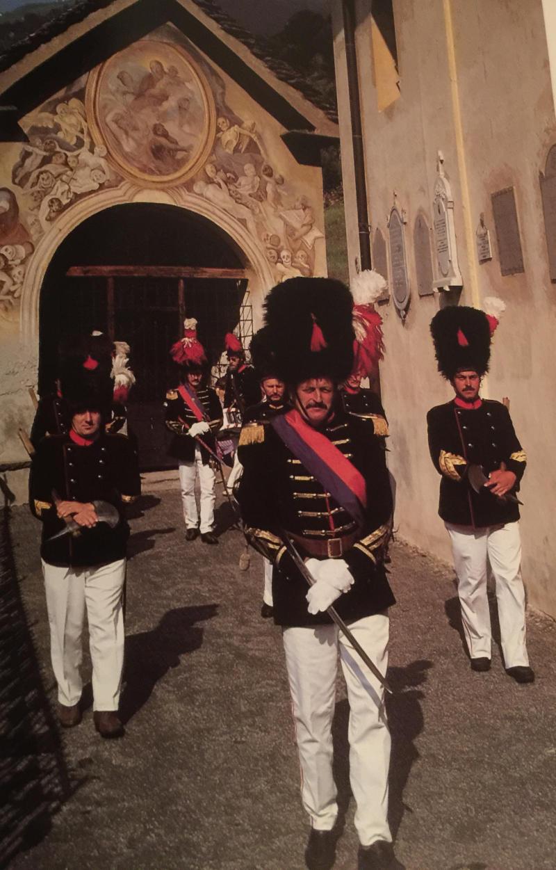 Pepi Merisio - Milizia napoleonica a Ponto Valentino. Il corteo verso la chiesa parrocchiale in occasione della festa della Madonna del Carmelo, il 16 luglio.