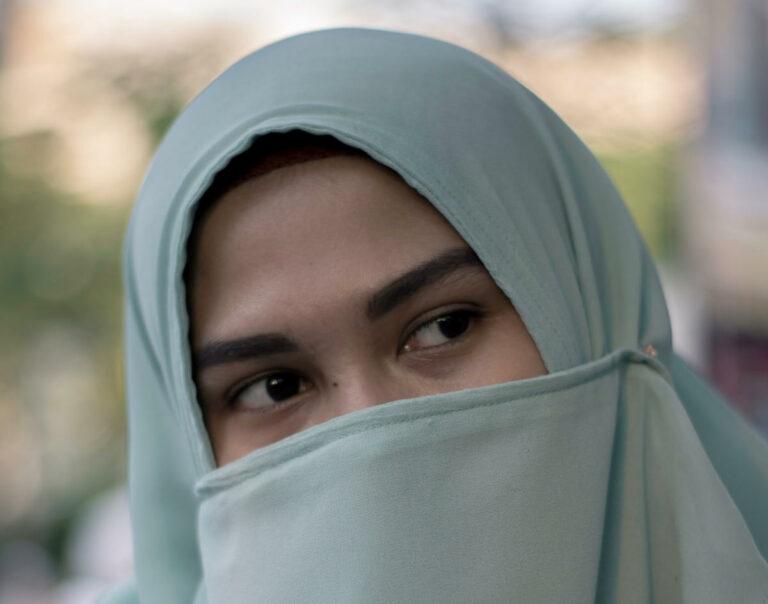 Ragazza con burqa
