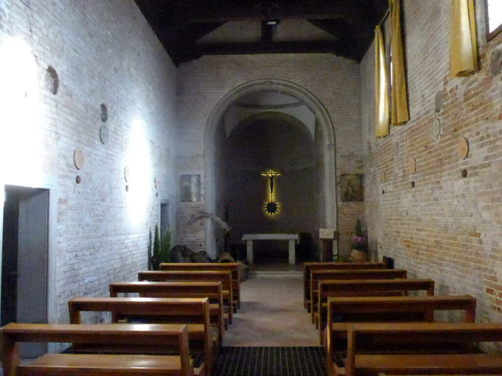 Isola del Deserto - Interno della chiesa