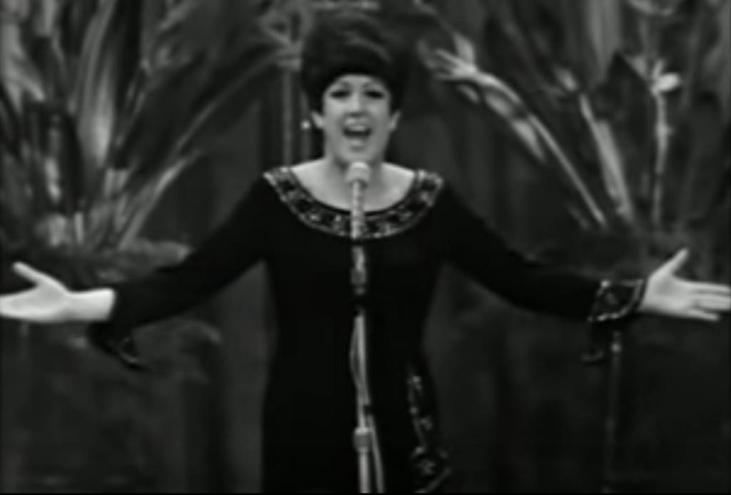 """Orietta Berti canta """"Io ti darò di più"""" a Sanremo 1966"""