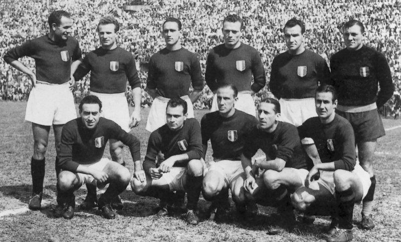 """Una formazione del """"Grande Torino"""" nel 1947-1948"""