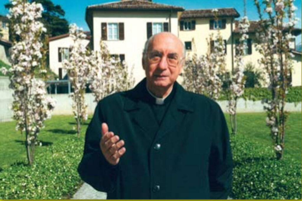 Mons.Mazzetti nel giardino della Curia vescovile