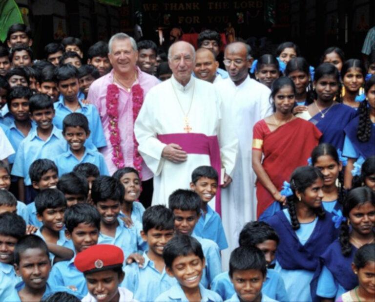 Monsignor Luigi Mazzetti in India nel 1998
