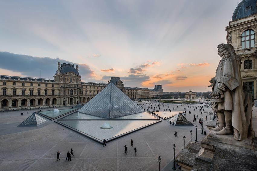 Il museo del Louvre a Parigi è stato uno dei primi musei che hanno chiuso i battenti all'inizio della pandemia