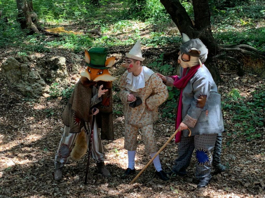 Pinocchio in compagnia del Gatto e della Volpe