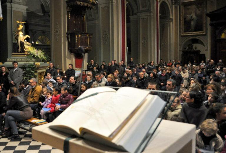 Un messale sull'altare
